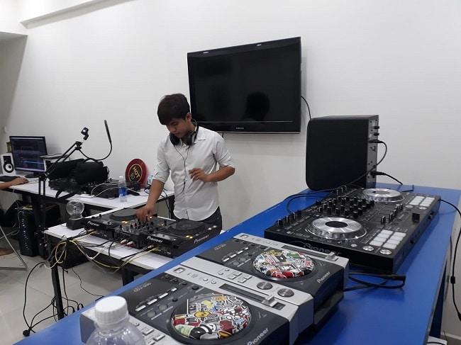Hot DJ Academy là Top 5 Trung tâm đào tạo DJ chuyên nghiệp tại TPHCM