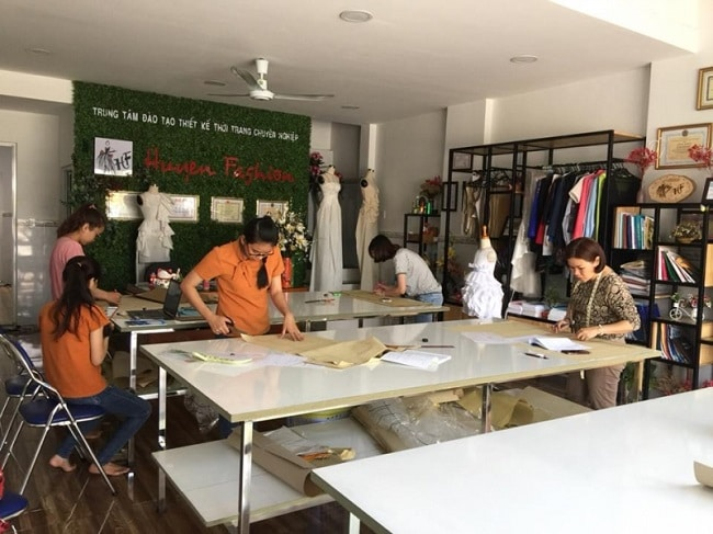 Trung tâm Huyen Fashion là Top 10 Trung tâm dạy nghề thiết kế thời trang uy tín nhất ở TPHCM