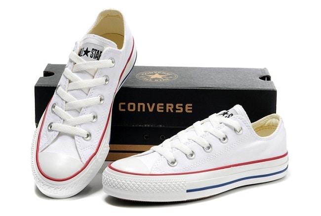 Cách làm sạch giày trắng đơn giản, hiệu quả nhất bằng chanh