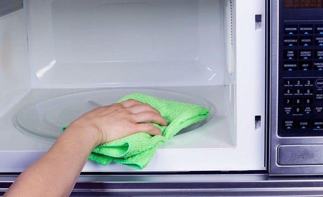 Cách làm sạch và vệ sinh lò vi sóng