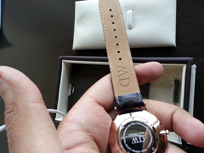 Cách vệ sinh dây đeo của đồng hồ đơn giản nhất
