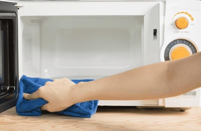 Baking soda là một trong những Cách vệ sinh & làm sạch lò vi sóng hiệu quả