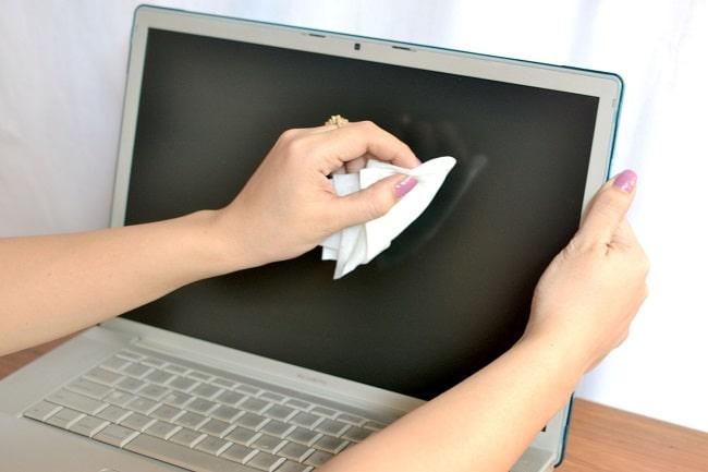 vệ sinh màn hình laptop chuẩn nhất