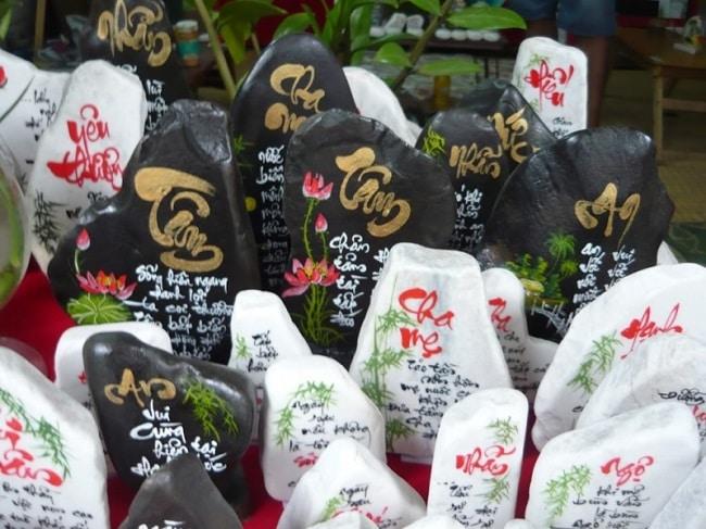 Hồng Lạc Thư Quán là Top 10 địa chỉ nhận viết thư pháp theo yêu cầu tại TPHCM