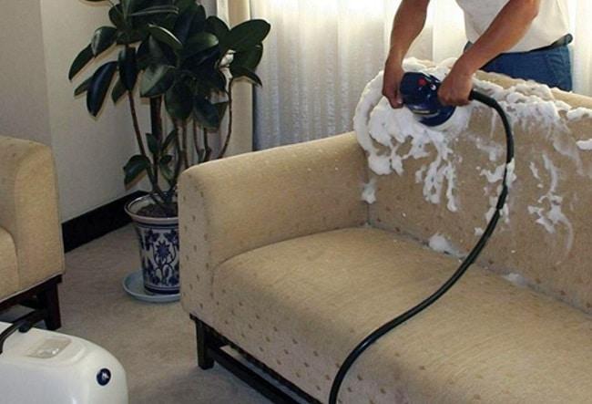 Cách giặt ghế sofa nỉ hoặc vải