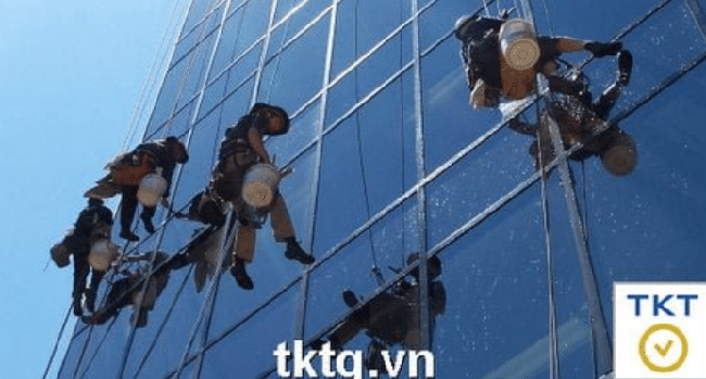 Dịch vụ lau kính tòa nhà chuyên nghiệp