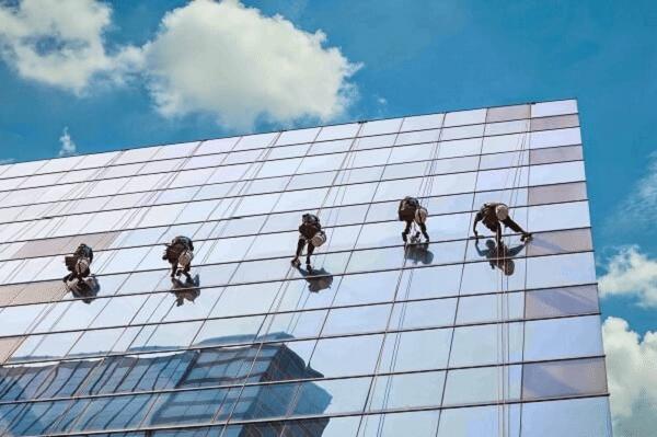 lau kính tòa nhà cao tầng chuyên nghiệp tphcm