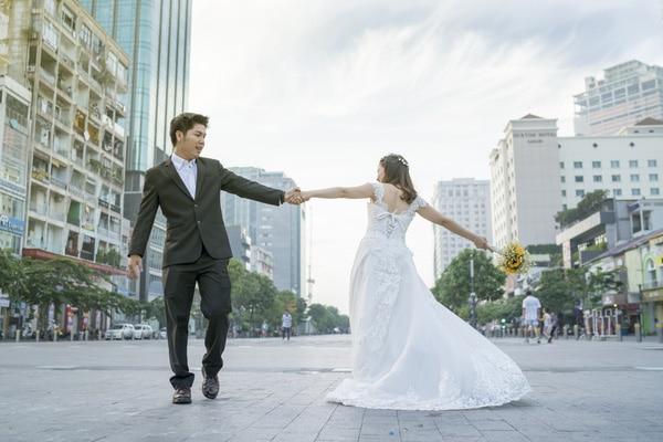 20 Địa điểm chụp ảnh cưới đẹp ở Sài Gòn đẹp nhất - Phố đi bộ Nguyễn Huệ
