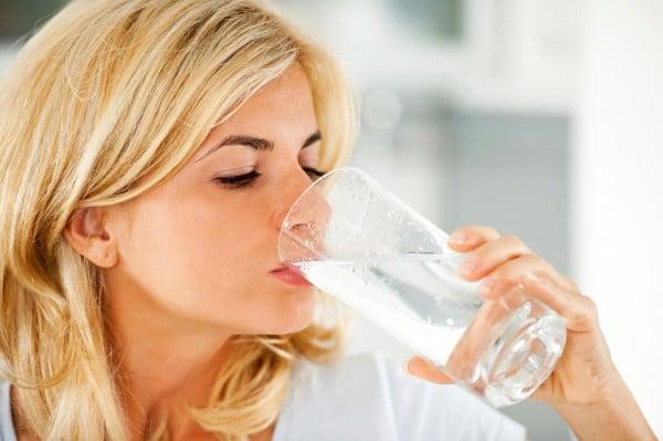 Top cach tri hôi miệng đơn giản mà hiệu quả 100% uống nước thường xuyên