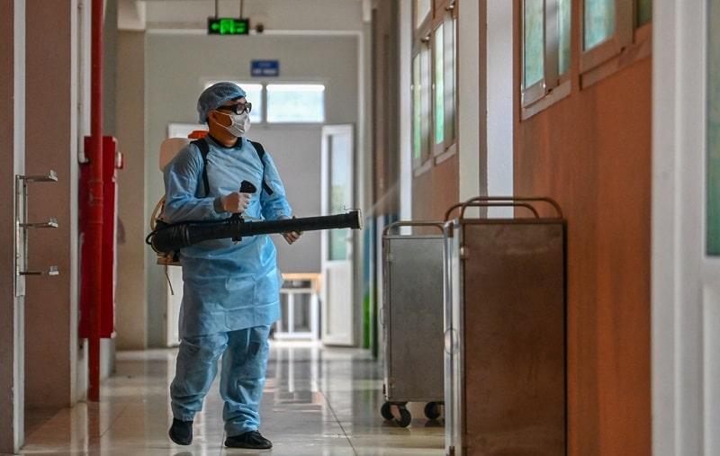 Bảo vệ người thân và gia đình bằng cách phun diệt khuẩn khử trùng