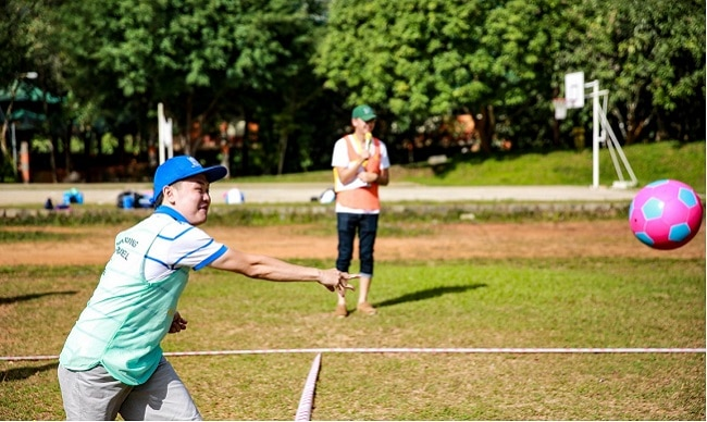 trò chơi tập thể ném bóng