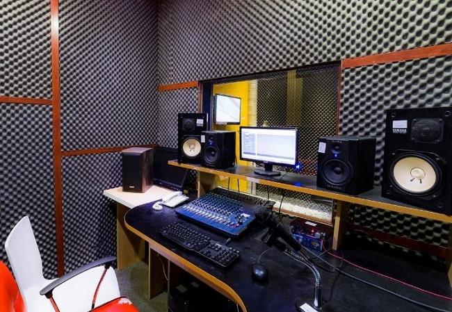 Phòng thu âm Fan Studio