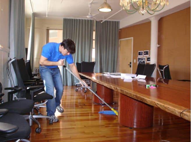 Dịch vụ vệ sinh văn phòng Hồng Tâm Phát