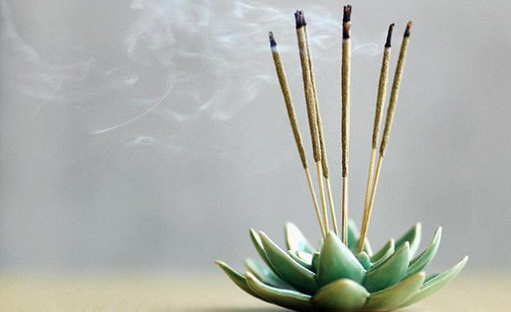 cách xả xui - thắp hương