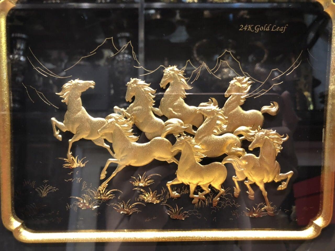 Quà tặng sếp nam - tranh bát mã giáp vàng