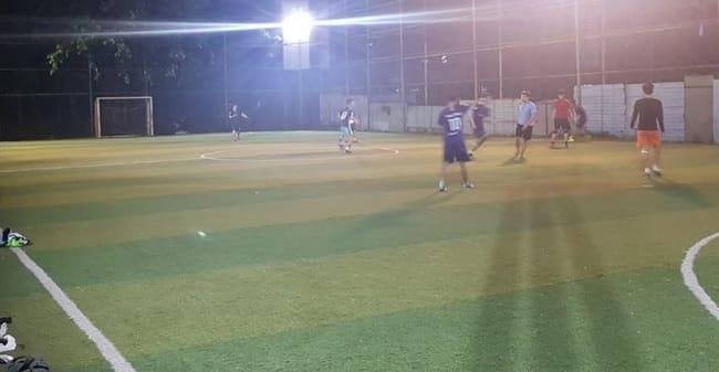 Sân bóng đá Hoàng Gia