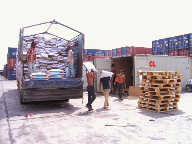 Quy định vận chuyển hàng hóa cần giấy tờ gì?