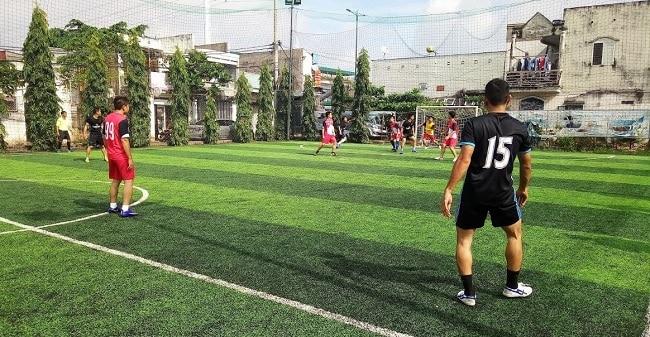 Sân bóng đá Cầu Đỏ - Bình Thạnh
