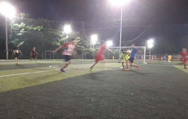 Sân bóng đá Chánh Hưng