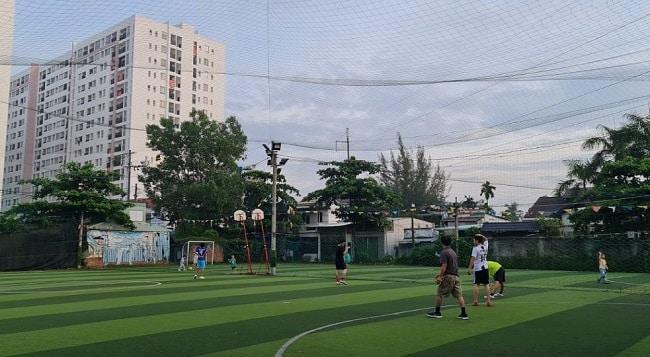 Sân bóng đá Linh Đông