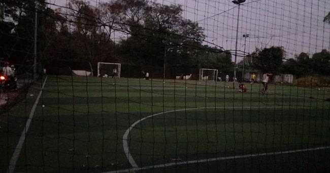 Sân bóng đá Ti Gôn