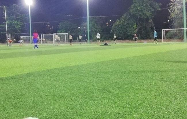 Sân bóng đá Vạn Nguyên