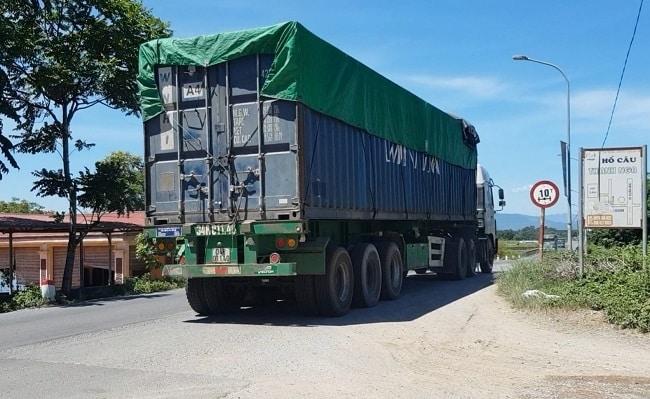 Xe quá tải trọng phải xin phép cơ quan nào?