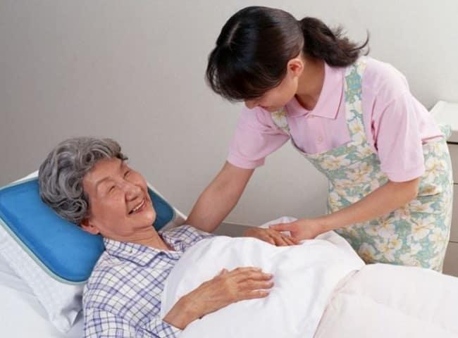 Dịch vụ chăm sóc người già tại nhà ở TPHCM Diễm Khánh Minh