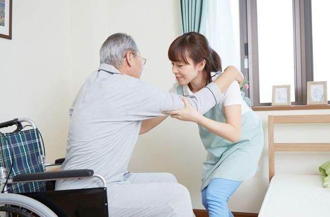 Dịch vụ chăm sóc người già tại nhà ở TPHCM - Tâm và Đức