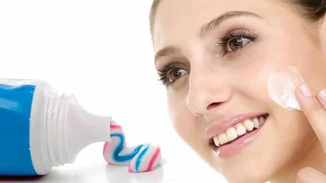 Kem đánh răng làm mụn lặn sau 10 phút