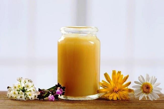 Những tác dụng của sữa ong chúa với da mặt