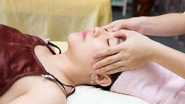 Massage trong gội đầu dưỡng sinh