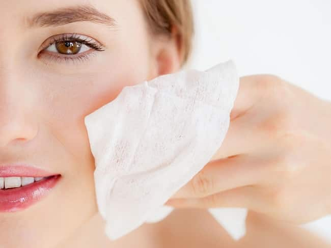 Tẩy trang để làm sạch da mặt