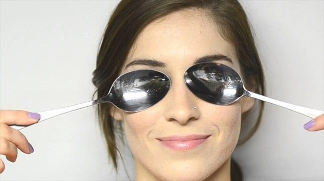 Cách làm hết thâm quầng mắt bằng thìa