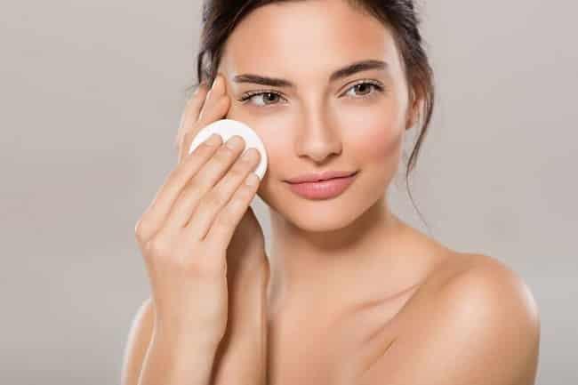 Làm sạch lông mặt sẽ không thể giúp da trông trẻ hơn
