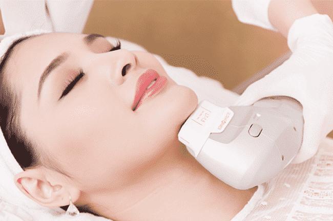 Sử dụng máy nâng cơ da mặt