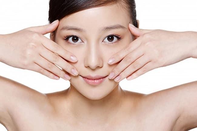 Thực hiện massage mặt thường xuyên có tốt không?