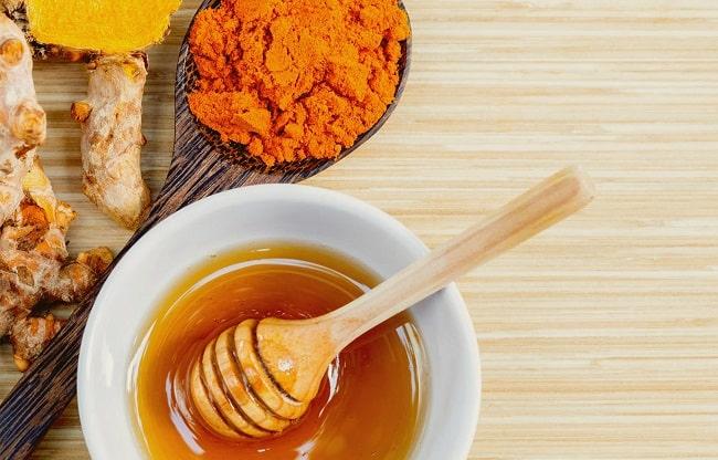 Cách trị mụn gạo trên da bằng bột nghệ, tỏi và mật ong