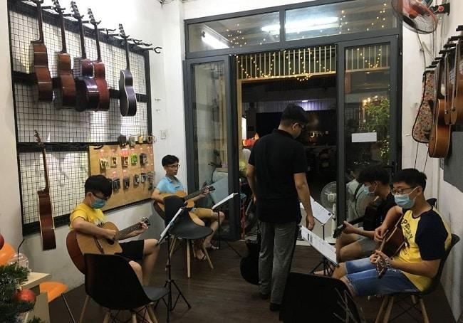 Lớp học Guitar tại Học Guitar tại Trung tâm âm nhạc Ân Điển