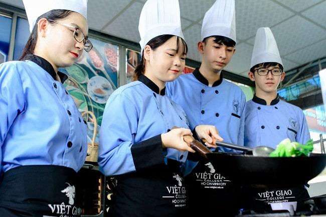 Học nấu ăn tại trường Việt Giao