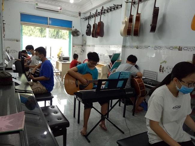 Âm nhạc việt - Địa chỉ dạy đàn guitar uy tín tại TPHCM