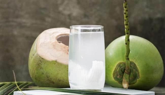 Nước dừa giúp da hết mụn