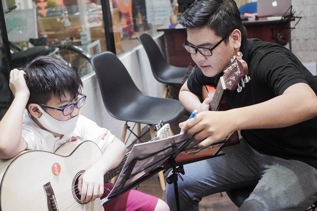 Học Guitar tại Trung tâm âm nhạc Ân Điển