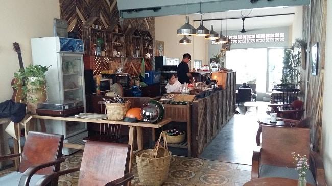 Không gian tại tiệm Cafe Saigon Retro