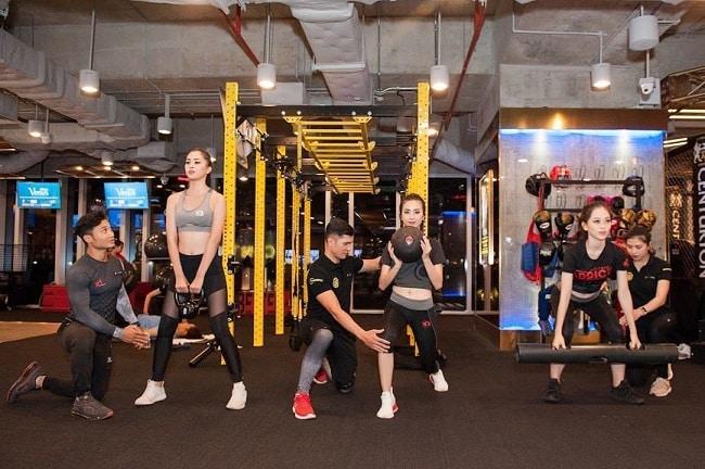 Tập gym nữ tại California Fitness