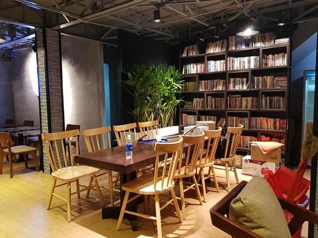 Không gian đọc sách tại Hub Book Coffee