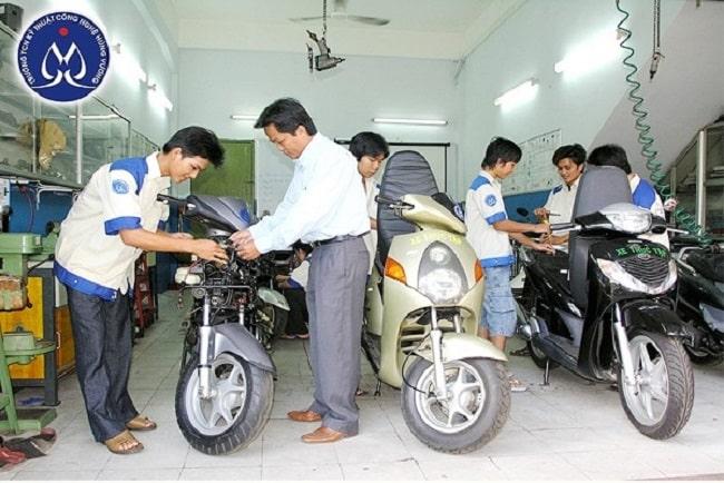 Học sửa chữa xe máy tại trung cấp nghề Hùng Vương