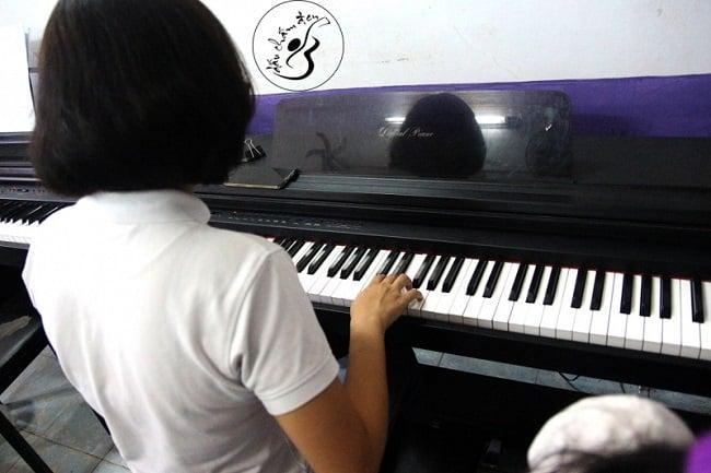 Học Organ tại Trung tâm âm nhạc Dấu Chấm Đen