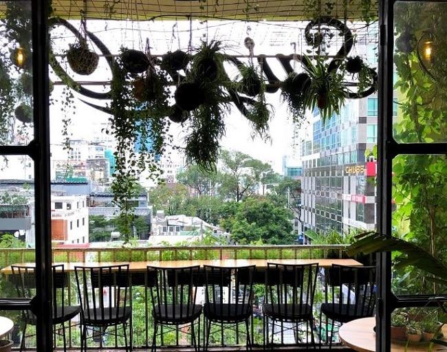 View ngắm phố đi bộ của Cà phê Sài Gòn Ơi