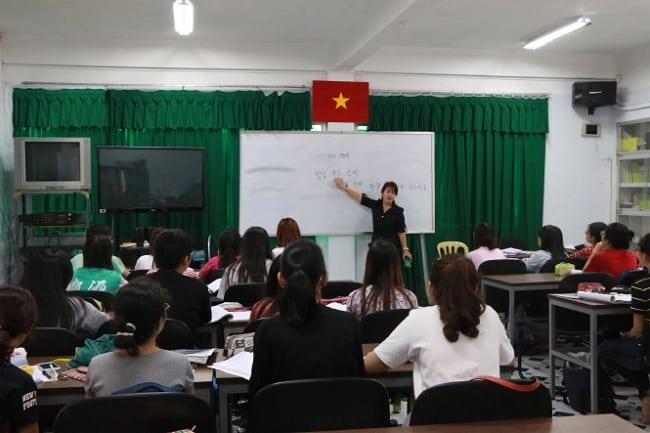 Học biên phiên dịch tại Trường Đại Học Ngoại Ngữ Tin Học TPHCM